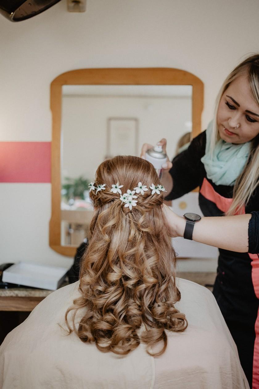 Brautfrisur Getting Ready Hochzeit Fotografie Reportage Diessen am Ammersee