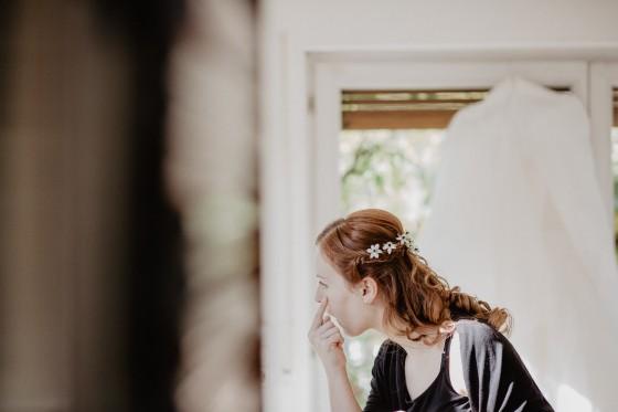 Brautkleid Getting Ready Hochzeit Fotografie Reportage Diessen am Ammersee