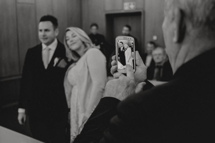Mandlstraße Hochzeitsfotografie Hochzeitsreportage Hochzeitsfotograf Hochzeitsportrait Schwarz Weiß München Chris Hartlmaier