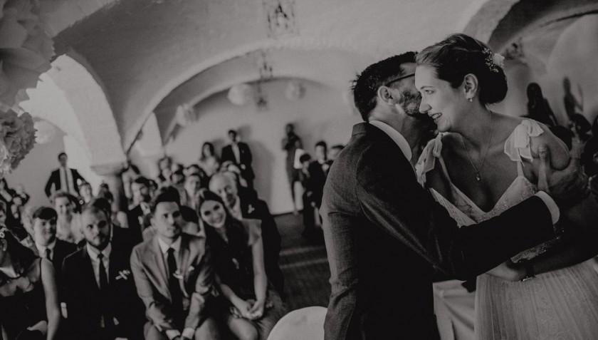 Einblick in eine Hochzeitsreportage auf Gut Thurnsberg bei München mit Hochzeitsdeko, fotografiert von Chris Hartlmaier Fotodesign, Hochzeitsfotos, Hochzeitsfotograf