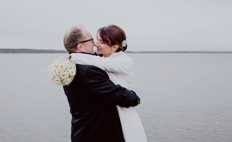Brautpaarportrait auf einer Hochzeit fotografiert von Chris Hartlmaier Fotodesign am Ammersee