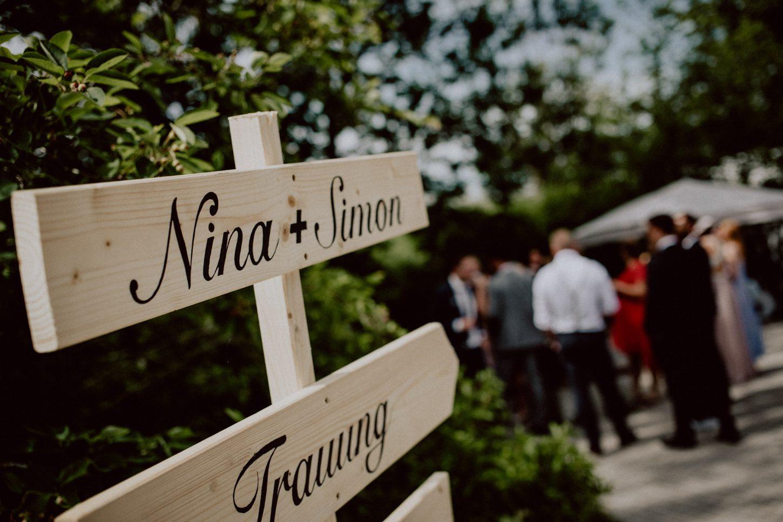 Weweiser aus Holz auf einer Hochzeitsfeier auf Gut Thurnsberg bei München